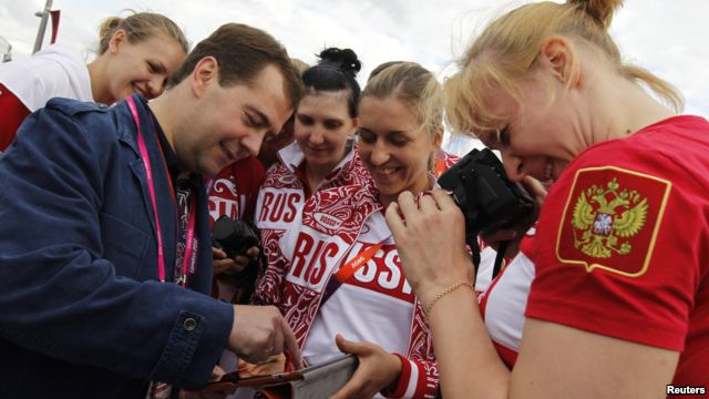 Russian Prime Minister Calls for Ban on Smoking in Public