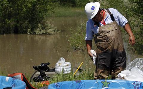 Oil Spill in US Puts Attention on Pipelines, Waterways