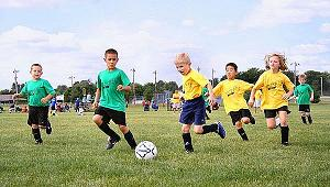 Young children play sports - Advantages and disadvantages