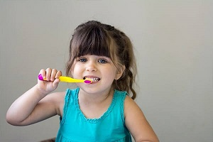I am brushing my teeth