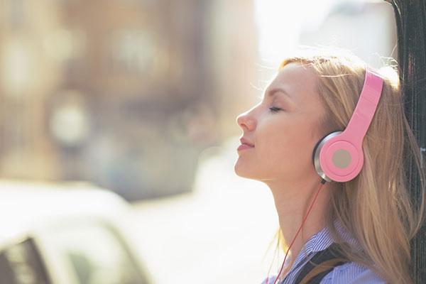 4 – Tự học tiếng anh bằng cách nâng cao kỹ năng nghe