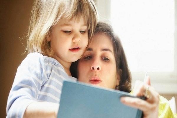 4 – Thường xuyên có hoạt động khuyến khích bé học tiếng anh